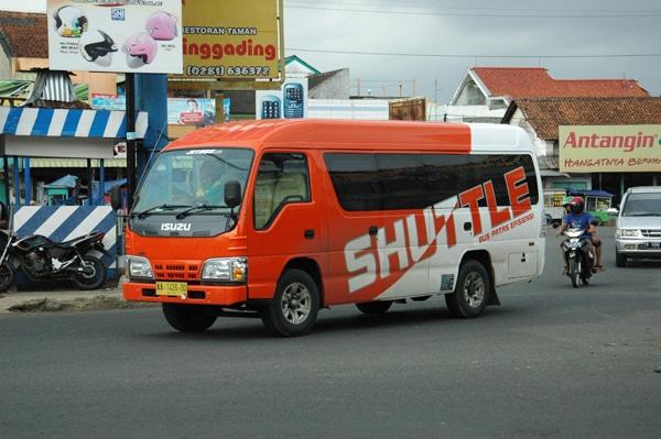 Apa Perbedaan Travel Dengan Shuttle?